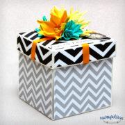 exploding box 10x10x10 (biało-biała)
